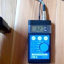 床からの電磁波は320V/m