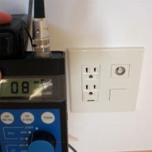壁からの電磁波は8V/m